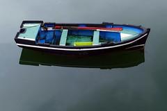 El bote de Caronte (alfonsocarlospalencia) Tags: caronte barrio pesquero cantabria maría jesús niebla reflejos rojo amarillo azul blanco serenidad espera sencillez santander suciedad tambucho
