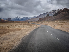 Leh-Manali Highway, Ladakh (B_Diana) Tags: lehmanalihighway ladakh india mountainroad road mountain olympus omdem5 1240mm landscape lehmanali rock snow badweather roadtrip travel