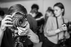20181010_F0001: Humongous Asahi Pentax medium format camera (wfxue) Tags: photographer photography camera mediumformat pentax asahipentax pentax67 smcpentax67macro135mm lens tripod people candid portrait blackandwhite bw bnw monochrome