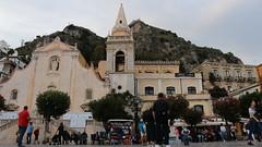 TAORMIN´S PIAZZA IX APRILE - Taormina (cavila700d) Tags: contraste italia monte mar vistas naturaleza taormina sicilia cathedral catedral church iglesia piazza plaza