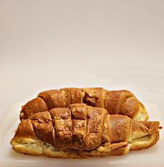 2018 Sydney: Croissant (dominotic) Tags: 2018 food croissants yᑌᗰᗰy hamcheesecroissant foodphotography pastry sydney australia
