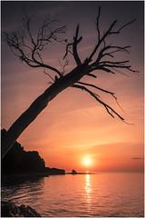 Un nuevo amanecer (Juan Sastre) Tags: canon paisaje mallorca mediterraneo agua mar naranja amanecer sol nubes illesbalears españa costa contraluz