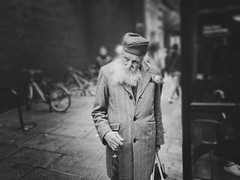 Enjoy the silence (Rob Pearson-Wright) Tags: old man uk london street streetphotography candid iphone7plus iphone iphoneography