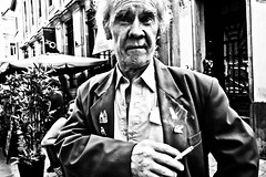 Street Portrait Brussels (Victor Borst) Tags: street s streetphotography streetlife reallife real realpeople faces face candid travel travelling trip traveling traffic urban urbanroots urbanjungle blackandwhite bw mono monotone monochrome portrait streetportrait fuji fujifilm xpro2 expression city cityscape citylife