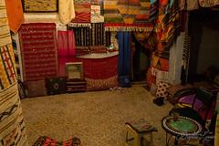 52 - Coulisses (baptiste.lasnier) Tags: maroc découverte voyage reportage couleurs émotions vie bienvenue rencontres fès accueil thé menthe tapis coussins tissus commerce commerçant artisanat travail