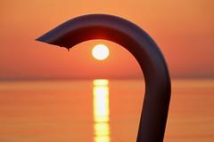 unter der Dusche (Hans-Jürgen Böckmann) Tags: sonnenaufgang dusche strand lübeckerbucht scharbeutz balticsea ostsee sunrise