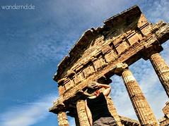 Paestum (wandernd.de) Tags: campania kampanien paestum tempel ruinen ruins scavi archäologie parco archeologico