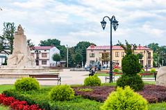 _DSC1522.jpg (Kaminscy) Tags: lamp square roztocze jozefow oldmarketsquare fountain monument park europe zamojszczyzna poland józefów lubelskie pl