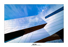 reflectiv detail paläo (mmsig) Tags: architektur detail reflektion himmel blau wolken spiegel 2018 80d canon architecture reflection sky blue clouds mirror mmsig abstrakt linien lines abstract