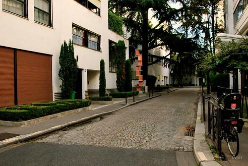 Vue générale de la rue Mallet-Stevens