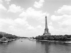 What do you want more when you have a view like this 😉. (miroir.photographie) Tags: filmisnotdead mediumformat 2018 paris analog france istillshootfilm pentax645 tmax tmax400