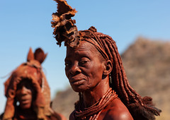 Himba tribe women covered with otjize, Cunene Province, Oncocua, Angola (Eric Lafforgue) Tags: adults africa africantribe angola bodypainting colourimage cultures cuneneprovince day developingcountries herero himba horizontal humanbeing indigenousculture lifestyles necklace nonurbanscene ochre oncocua ornament otjize outdoors photography portrait ruralscene traditionalclothing tribal tribe twopeople womenonly ang0k6g7412