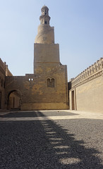 Minaret, the Mosque of Ibn Tulun, Cairo, Egypt. (ER's Eyes) Tags: cairo egypt cairoislâmico islam islã muslim moslem muçulmano maometano islamiccairo unesco mosque mesquita religion religião egito themosqueofibntulun mesquitadeibntulun masjidibntulun ibntulun ahmadibntulun gebelyashkur thehillofthanksgiving noahsark deluge alqatai samarranstyle abbasid brick tijolo alfustat tower torre minaret minarete thecityofathousandminarets acidadedosmilminaretes cairotas