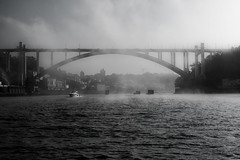 Duoro River (Guy Goetzinger) Tags: goetzinger nikon d500 river duoro porto portugal bridge pont brücke yacht bw boat fluss fleuve noir blanc schwarz weiss 2018 black white