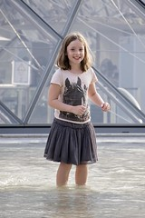 Play in the Louvre fountain (Marie Godliman) Tags: louvre fountain child