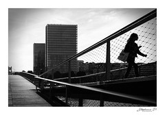 Urban life (stephane_p) Tags: pentax backlight biancoenero bianconero blackandwhite blackwhite bw darktable monochrome monotone nb noirblanc noiretblanc street streetphotography