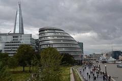 Londres : City Hall (CpaKmoi) Tags: royaumeuni angleterre londres london cityhall hôteldeville theshard