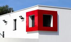 Fenêtre rouge (Thethe35400) Tags: fenêtre ventana janela window finestra fuinneog fenster vindue red black rouge vermelho rot vermell roja rosso avermelhado carmim encarnado