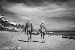 "Fuerteventura 2018; ""In Sync"" (1968photo) Tags: fuerteventura scenic scenery canaryislands spain island 1968photo feelgood travel kanarieöarna spanien resa blackandwhite bw monochrome monotone svartvit sv people man woman female male couple beach walking buttocks nude naken nakna water ocean atlantic atlanten hav sand"