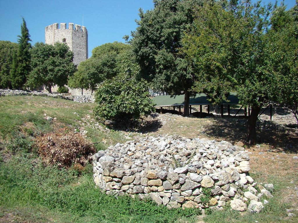 фото: Камни в замке Platamon