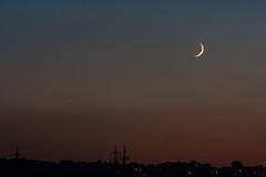 Crescent Moon & Jupiter / @ 140 mm / 2018-10-11 (astrofreak81) Tags: jupiter moon luna mond planet crescentmoon mondsichel stars tree light night sky dark konjunktion konstellation dresden 20181011 sylviomüller sylvio müller astrofreak81