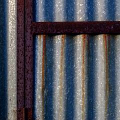 (jtr27) Tags: dscf1365xl4 jtr27 fuji fujfilm xt20 xtrans minolta rokkor rokkorpf 55mm f17 manualfocus square corrugated corrugation metal abstract building rust oxidation maine