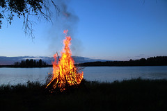 midsummer (Themee89) Tags: lake water midsummer bonfire summer fire tradition cottagelife sky canoneos600d