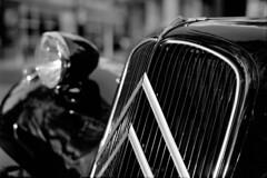 15.12-18 (analogish) Tags: 35mm 135film bw blackwhite citroëntractionavant düsseldorf film kodaktmax400 leicamp leicasummilux50mmf14asph reflectaproscan7200 schwarzweiss