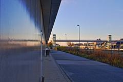 Cogitations matinales (Tonton Gilles) Tags: alençon normandie hdr gare passerelle étoile alençonnaise reflet mur paysage urbain matin
