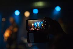Grabando... (EDU S.G.) Tags: rock rockabilly rockandroll rockin rocker rec movil smartphone phone video concert show live music musician singer guitar guitarra guitarrista player nikon d700 bokeh desenfoque