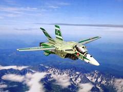 "Macross +++ 1:100 Stonewell/Bellcom VF-1J (Block 5 with MLU update) ""Valkyrie""; aircraft ""ET 240"" of the U.N. Spacy SVF-201 ""Flying Shamrocks""; Magadan Air Base, late 2017 (modified ARII kit) (dizzyfugu) Tags: arii 1100 green ral 1000 fictional aviation dizzyfugu modellbau whatif anime macross model kit japanimation battroid valkyrie destroid giant robot gerwalk fighter zentraedi transformers oav robotech protoculture vf1 walküre plus amm1 vf1a vf1j laser irst whif"