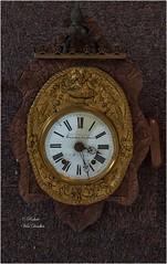 Horloge (Robert-Urbex) Tags: villa baron roberturbex canon eos5d abandonné abandon délaissé inhabité inhabitée villabaron urbexpassionphotos urbex photographie
