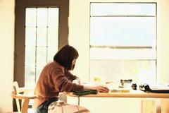 ぼんやり絵画 -のようなもの- (atacamaki) Tags: xt2 23mm f14 xf fujifilm jpeg撮って出し atacamaki japan 絵画 のようなもの people sunny woman cotsume ぼんやり絵画 カタチ portrait otter