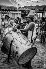 Grosse caisse (fabakira) Tags: fabakira fabakiraphotography fabakiraphotography2018 nikon d7000 sigma sigma1750 instrument musique musiciens regard noirblanc nb bwworldwithnikon monochrome martinique madinina caraïbes plage ansesdarlet nikonphotographers nikonphotography nikonartists nikonfr travel voyage