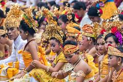IMG_6694-tr (JLBenazra) Tags: bali cérémonie sawan indonésie costumes
