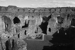 Restormel Castle (leavesandpuddles) Tags: restormel cornwall cornish kernow blancetnoir blancoynegro blackandwhite bw monochrome schwarzundweiss restormelcastle lostwithiel castle ruinedcastle medieval abandonedcastle ruined ruinous ruin