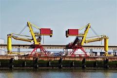 tijdelijk werkloos (roberke) Tags: haven industrie water muur wall yellow geel red rood harbor outdoor buiten sky lucht werktuigen symmetrisch crane port