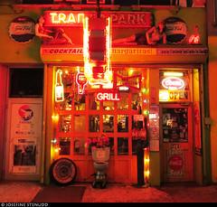 20170101_50 A bar called Trailer Park Lounge... because it was extremely trailer park-themed | New York City (ratexla) Tags: ratexlasnewyorktrip2016 newyorkcity 1jan2017 2017 canonpowershotsx50hs nyc newyork usa theus unitedstates theunitedstates america northamerica nordamerika earth tellus photophotospicturepicturesimageimagesfotofotonbildbilder wanderlust winter travel travelling traveling journey vacation holiday semester resaresor urban city town storstad storstäder storstadssemester newyearsday ontheroad trailerpark trailerparklounge thetrailerparklounge bar bars funny fun tacky americana night evening kväll door doors dörr dörrar window windows unlimitedphotos almostanything catchycolorsred favorite