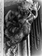 image (Luis Iturmendi) Tags: columna arco escultura sculpture street streetphotography bw blancoynegro blackandwhite monochrome monocromo