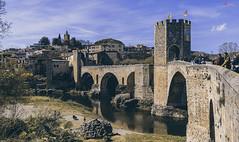 Over the River (_Hadock_) Tags: bésala catalonia girona puente old architecture bridge romano romanic románico torres oldpart parte vieja rio river castillo castle besalu nikon d750 tamron 2470 creative commons cominos fullhd fondo de pantalla screensaver desktop