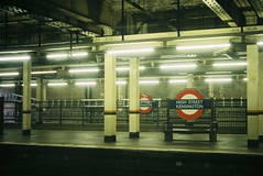 London 92 (Hisa Foto) Tags: film alley london summar leitz leicaiiib