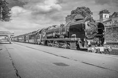 Running Down The Train (I'mDKB) Tags: 1835mm 1835mmf3545g 1z27 2018 35018 august bil britishindialine bulleid carnforth merchantnavypacificclass nikond600 northyorkshire scarborough scarboroughspaexpress southernrailway steamengine wcrc westcoastrailwayco locomotive imdkb lightroom5 lr5 steam platform engineer
