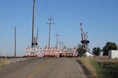 IMG_3683 RR crossing west of Edelstein (kurtsj00) Tags: bnsf railroad crossing edelstein illinois