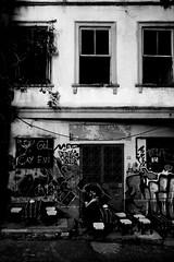 000661 (la_imagen) Tags: türkei turkey türkiye turquía istanbul istanbullovers sw bw blackandwhite siyahbeyaz monochrome street streetandsituation sokak streetlife streetphotography strasenfotografieistkeinverbrechen menschen people insan galata çayevi teahouse