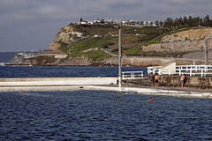 Newcastle Ocean Baths and view to south (Tim J Keegan) Tags: newcastleoceanbaths oceanbaths australia nsw huntervalley newcastle baths esplanade kingedwardpark coast cliff promenade