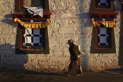 Sunrise kora walk at Sershul monastery, Tibet 2018 (reurinkjan) Tags: tibetབོད བོད་ལྗོངས། 2018 ༢༠༡༨ ©janreurink tibetanplateauབོད་མཐོ་སྒང་bötogang amdoཨ༌མདོ khamཁམས་བོད easterntibet sershulསེར་ཤུལ།county dzachuka sershultekchendargyelingསེར་ཤུལ་ཏེཀ་ཆེན་དར་གྱེ་གླིང་ sershulmonastery sunriseཉི་ཤར།nyishar sunisrisingཉི་མ་འཆརnyimanchar