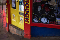Scarborough - Mind the step (Tony McLean) Tags: ©2018tonymclean scarborough northyorkshire yorkshirecoast streetphotography streetscenes dawn leicam240 leica35summiluxfle