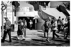 -- (Matías Brëa) Tags: calle street streetphotography personas people life vida blancoynegro blackandwhite byn bnw bw mono monocromo monochrome