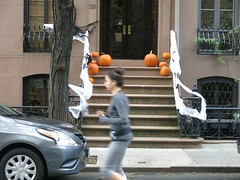 Walking in New York - Jogger (Pushapoze (NMP)) Tags: newyorkcity chelsea empirestatebuilding reflections mural stoop pumpkins