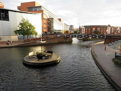 Old Turn Junction - Birmingham Canal, October 2018 (Dave_Johnson) Tags: midlands westmidlands birmingham birminghamcanaloldmainline birminghamcanal oldmainline birminghamcanaloldline oldline canal oldturnjunction deepcuttingjunction birminghamandfazeleycanal bcn mainline junction sign signpost island roundabout